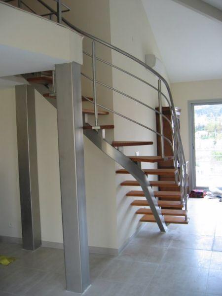Creation D Un Escalier Debillarde En Bois Et Metal A Aix En
